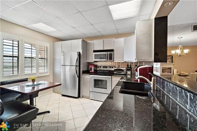 Coconut Creek Condo/Townhouse For Sale: 2303 Lucaya Ln #G4