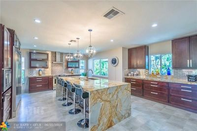 Broward County Condo/Townhouse For Sale: 3757 Oaks Clubhouse Dr #P-6