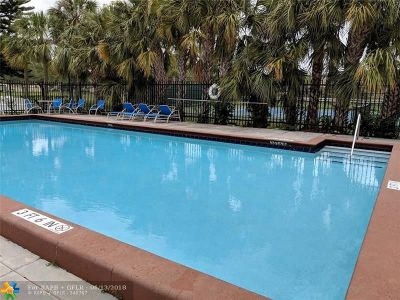 Coral Springs Condo/Townhouse For Sale: 2023 Coral Ridge Dr #S204