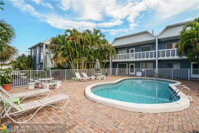 Wilton Manors Condo/Townhouse For Sale: 1125 NW 30th Ct #20