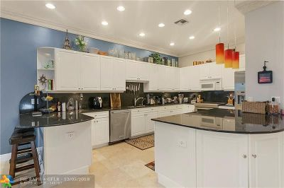 Fort Lauderdale Condo/Townhouse For Sale: 2739 NE 15th St #2739