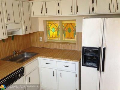 Lauderhill Condo/Townhouse For Sale: 3521 Inverrary Dr #208