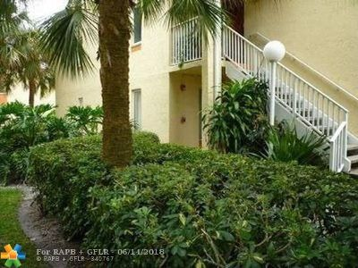 Coral Springs Condo/Townhouse For Sale: 1166 Coral Club Dr #1166