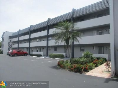 Margate Condo/Townhouse For Sale: 7837 Golf Cr Dr #312
