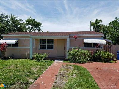 North Miami Beach Single Family Home For Sale: 230 NE 171st St