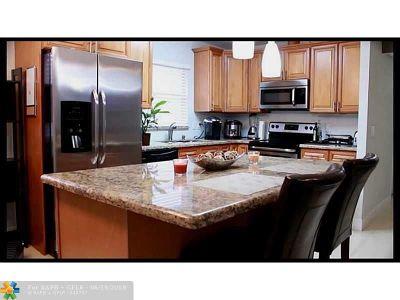 Delray Beach Condo/Townhouse For Sale: 761 Flanders #761