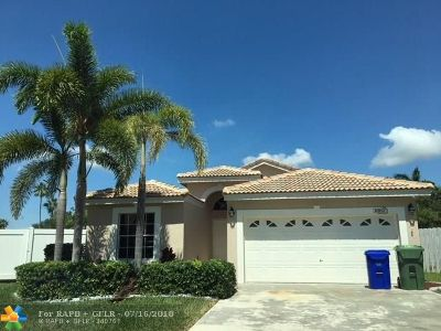 Pembroke Pines Single Family Home For Sale: 1080 SW 177th Way