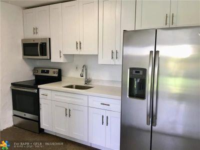 Pompano Beach FL Single Family Home For Sale: $199,900