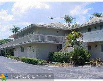 Deerfield Beach Condo/Townhouse For Sale: 322 N Federal Hwy #238