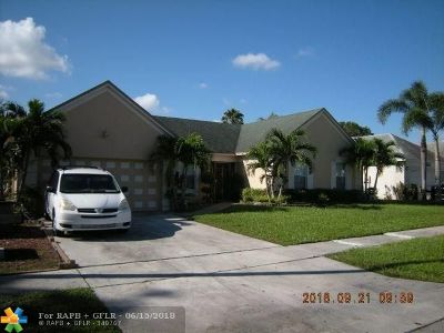Miramar Single Family Home For Sale: 9520 Chelsea Dr