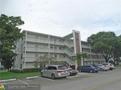 Deerfield Beach Condo/Townhouse For Sale: 4068 Newport Q #4068