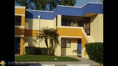 Weston Condo/Townhouse Backup Contract-Call LA: 185 Lakeview Dr #104