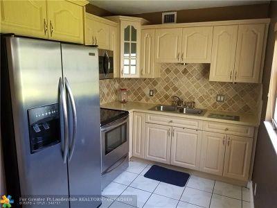 Pembroke Pines Condo/Townhouse For Sale: 13500 SW 1st St #204U