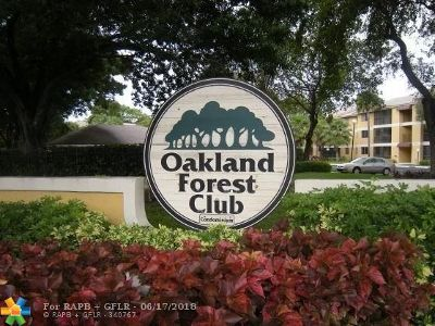 Oakland Park Condo/Townhouse For Sale: 3047 N Oakland Forest Dr #101
