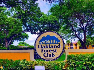 Broward County Condo/Townhouse For Sale: 3053 N Oakland Forest Dr #104