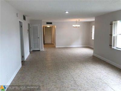 Lauderhill Condo/Townhouse For Sale: 5961 N Falls Circle Dr #114
