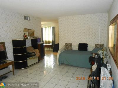 Lauderhill Condo/Townhouse For Sale: 4330 NW 16th St #105