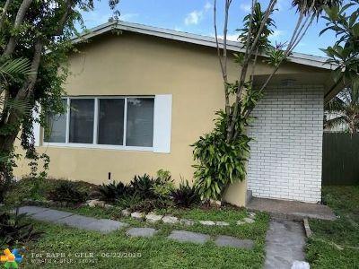 Dania Beach Single Family Home For Sale: 142 SW 5th Ct