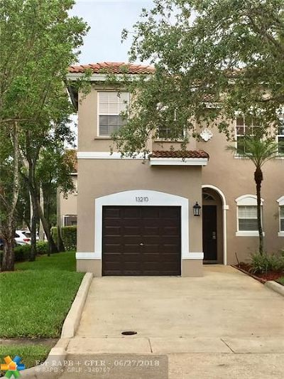 Plantation Condo/Townhouse For Sale: 13210 NW 7th Dr #13210