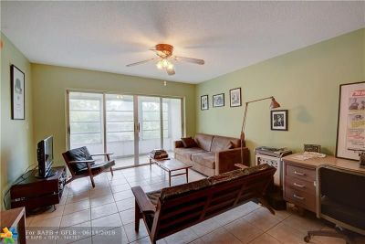 Pompano Beach Condo/Townhouse For Sale: 1101 Crystal Lake Dr #203