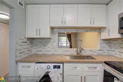 Tamarac Condo/Townhouse For Sale: 9070 Lime Bay Blvd #102