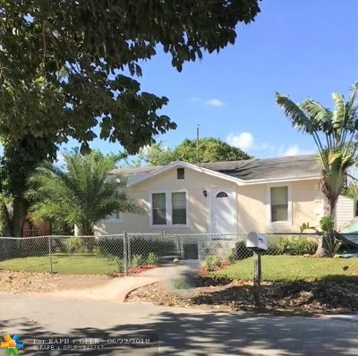 West Palm Beach Single Family Home For Sale: 1243 Sunset Rd