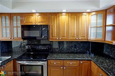 Oakland Park Condo/Townhouse Backup Contract-Call LA: 115 Royal Park Dr #3G