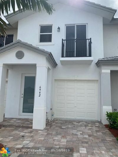 Coconut Creek Condo/Townhouse For Sale: 6942 Pines Circle #46