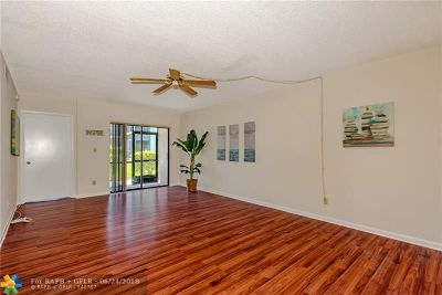 Tamarac Condo/Townhouse For Sale: 7406 Woodmont Ave #104