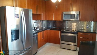 Pompano Beach FL Condo/Townhouse For Sale: $258,500
