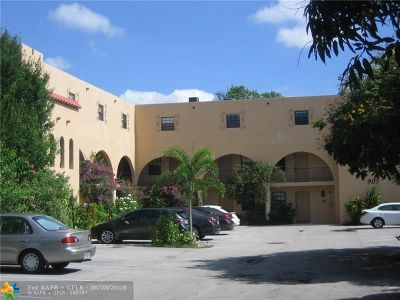 Wilton Manors Condo/Townhouse For Sale: 905 NE 28th St #208