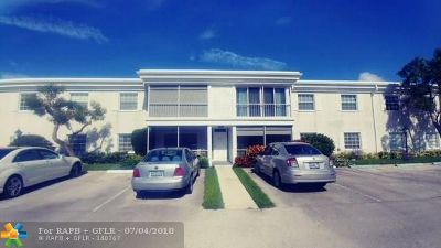 Fort Lauderdale Condo/Townhouse For Sale: 6447 Bay Club Dr #2