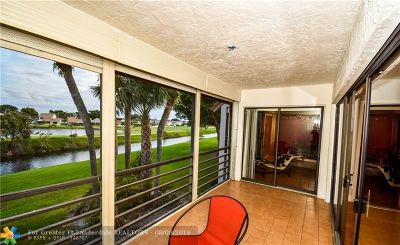 Boynton Beach Condo/Townhouse For Sale: 5785 Fairway Park Ct #203