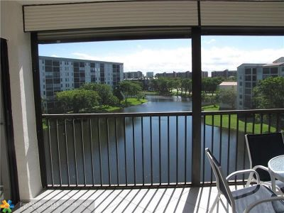 Pompano Beach Condo/Townhouse For Sale: 2232 N Cypress Bend Dr #607