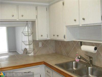 Margate Condo/Townhouse For Sale: 5800 Margate Blvd #831