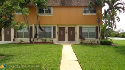 Plantation Condo/Townhouse For Sale: 4740 NW 9th Dr #4740
