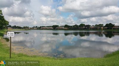 Pembroke Pines Condo/Townhouse For Sale: 322 NW 103rd Ter #322