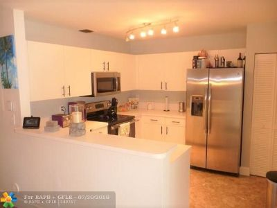 Deerfield Beach Condo/Townhouse For Sale: 4433 SW 11th Pl #4433