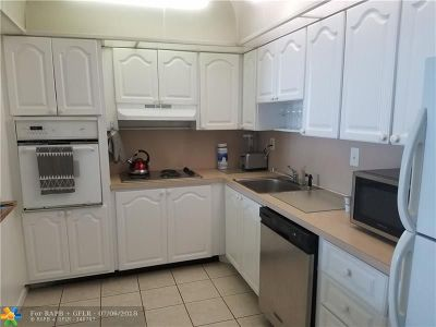 Sunny Isles Beach Condo/Townhouse For Sale: 19370 Collins Ave #1202