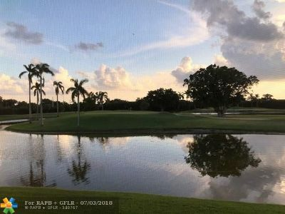 Pembroke Pines Condo/Townhouse For Sale: 9923 S Hollybrook Lake Dr #206