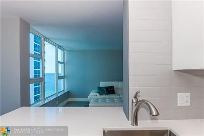 Lauderdale By The Sea Condo/Townhouse For Sale: 1620 S Ocean Blvd #10C
