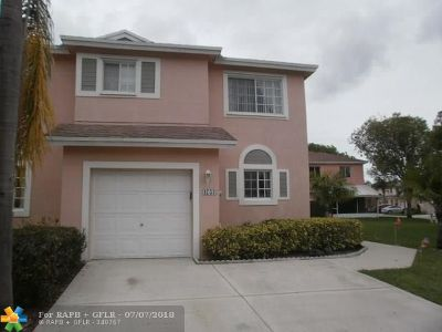 Deerfield Beach Condo/Townhouse For Sale: 4753 SW 14th Pl #4753