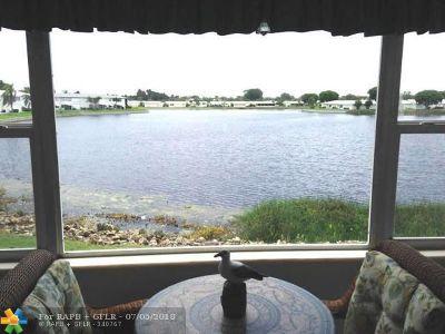 Boynton Beach Condo/Townhouse For Sale: 1116 Lake Terrace #207