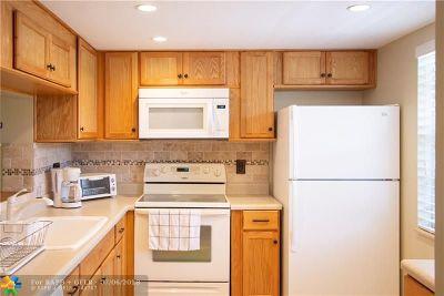Dania Beach Condo/Townhouse For Sale: 121 SE 3rd Ave #201