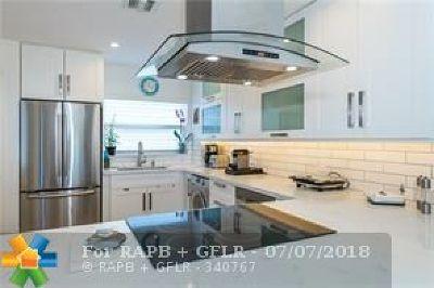 Condo/Townhouse For Sale: 2829 NE 33rd Ct #106