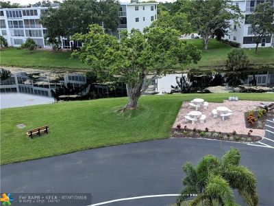 Deerfield Beach Condo/Townhouse For Sale: 4062 Oakridge F #4062