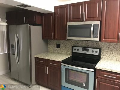 Coral Springs Condo/Townhouse For Sale: 2087 Coral Ridge Dr #N-304