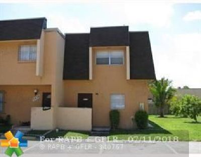 Lauderhill Condo/Townhouse For Sale: 5637 Blueberry Ct #139