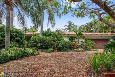 North Miami Single Family Home For Sale: 12500 N Bayshore Dr