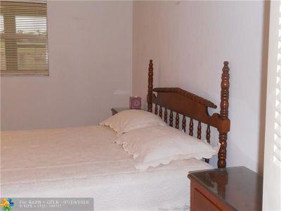 Delray Beach Condo/Townhouse For Sale: 601 Brittany M #601M